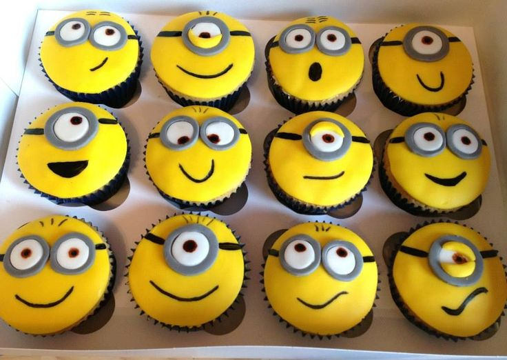 Minion cupcakes / https://www.facebook.com/vickybakes