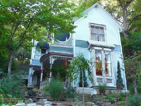 eureka springs women Rock cottage gardens bed and breakfast in eureka springs arkansas policies.