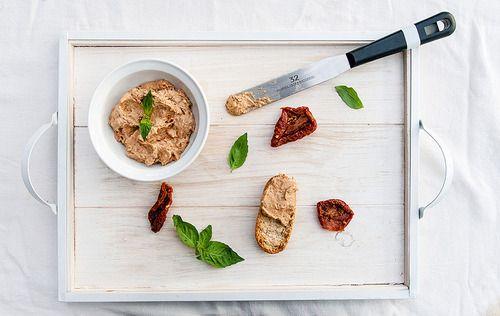 Rillettes de brie et tomates séchées// Sun-dried tomatoes, basil and brie rillettes