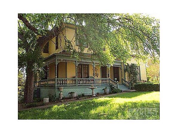 historic 1874 victoriansitting on corner in heart of weatherfords historical district