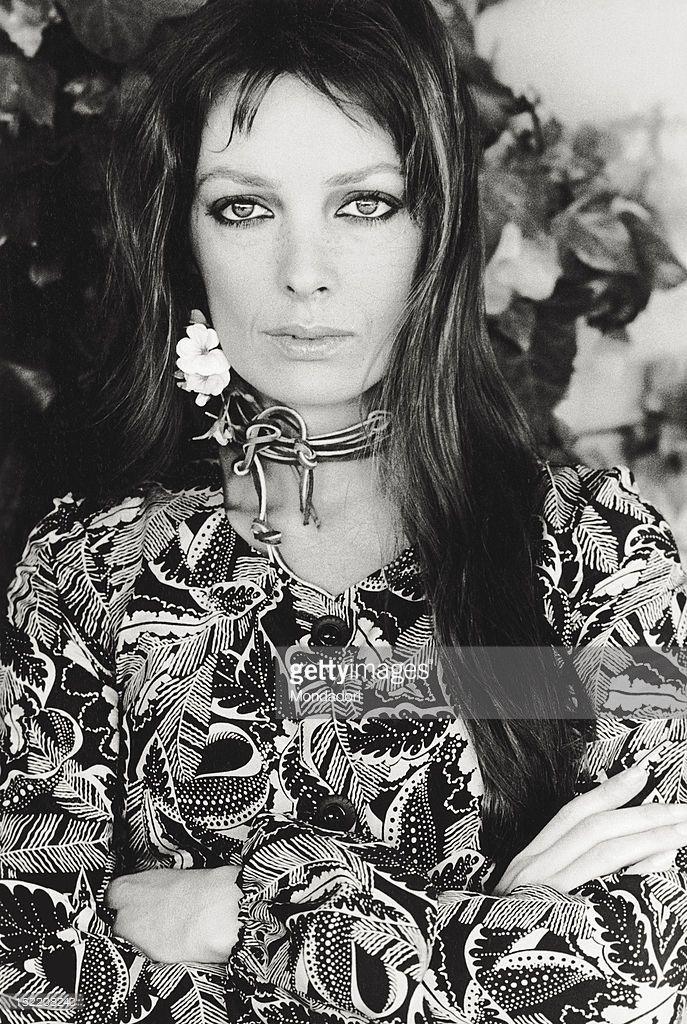 épinglé par ❃❀CM❁✿Portrait of the French singer and actress Marie Laforet Rome 1970 Photo d'actualité | Getty Images
