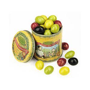Découvrez nos olives, une amande enrobée de chocolat. Une gourmandise dont on a du mal à se passer !! #olives #amande #chocolat #gourmandise #lacuregourmande