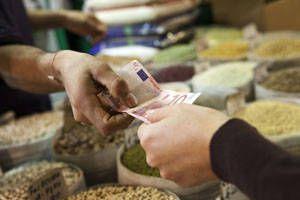 http://www.presaonestilor.com/2016/01/08/preturile-alimentelor-tot-scad-la-nivel-mondial-numai-in-romania-nu/