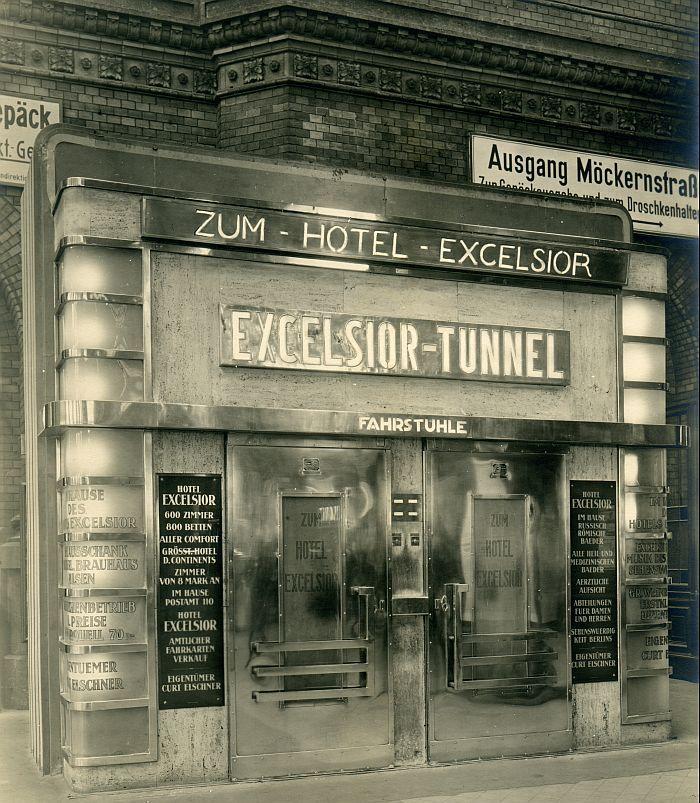 Anhalter Bahnhof Eingang zum Hoteltunnel des Hotels Excelsior