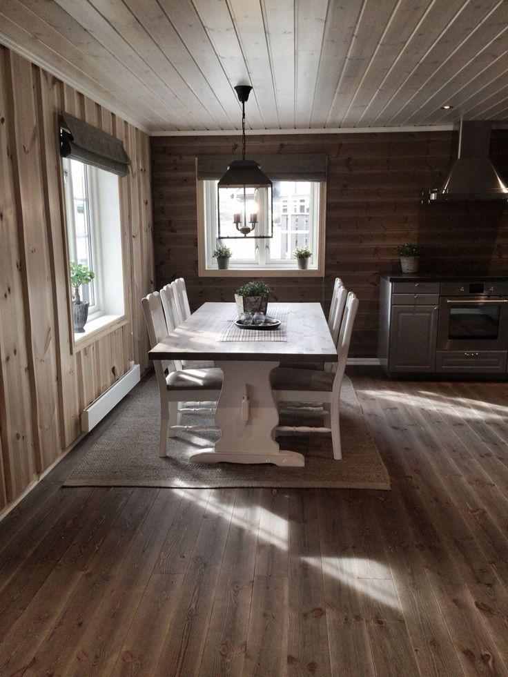 Diningplace on a cabin ! Picture by @villatverrteigen