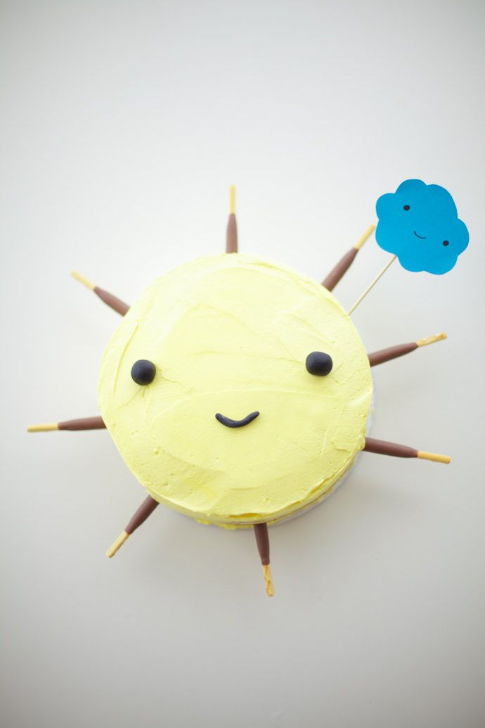 Follow this tutorial to create a sun shaped cake that is almost too cute to eat!