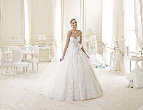 Biele korzetové svadobné šaty s veľkou sukňou, svadobný salón Valery
