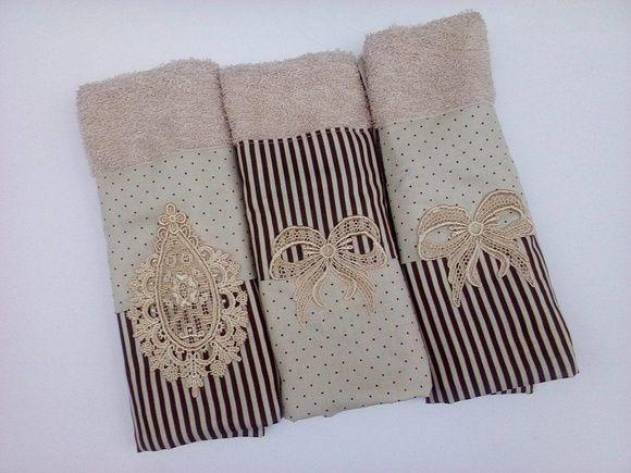 Trio toalhas de Lavabo com barrado em tecido 100% algodão e aplique de renda Guipir