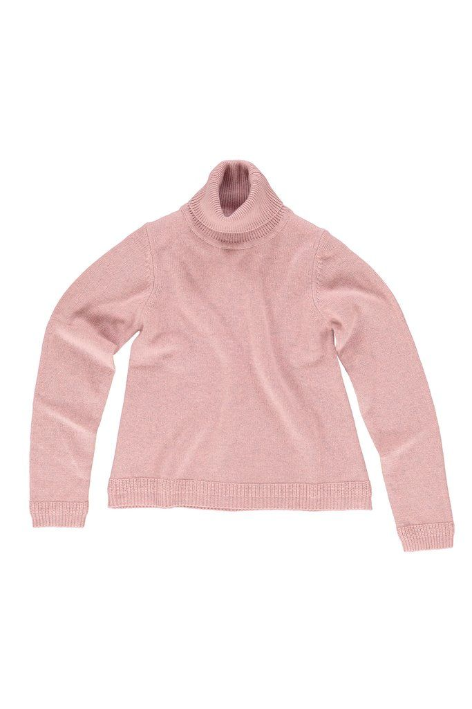 This sweater is made of Super 160 merino wool, spun in Italy specifically for ça va de soi. Australian merino wool is as simple as it is rich. Using a revolutionary carding process that integrates air bubbles, the fine and ultra-long fibres (15.5-micron) breathes and stretches to best deploy its splendor. Sweaters are so light and airy, you would almost think you're wearing a cloud. Comes across like a big sweater with the softness of a fine sweater.