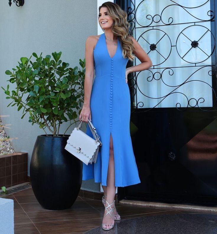 A imagem pode conter: 1 pessoa, em pé | Lindos vestidos casuais, Vestidos casuais femininos, Vestidos estilosos