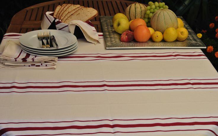 Manteles, servilletas, delantales, paños de cocina,... Modelo en stock con entrega inmediata.