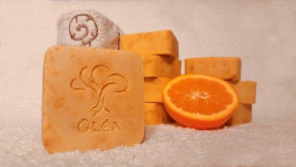 Χειροποίητο σαπούνι ελαιολάδου μεξύσμα και φρέσκο χυμό πορτοκαλιού δικής μας παραγωγής! Hand made olive oil soap with fresh orange juice and zest.