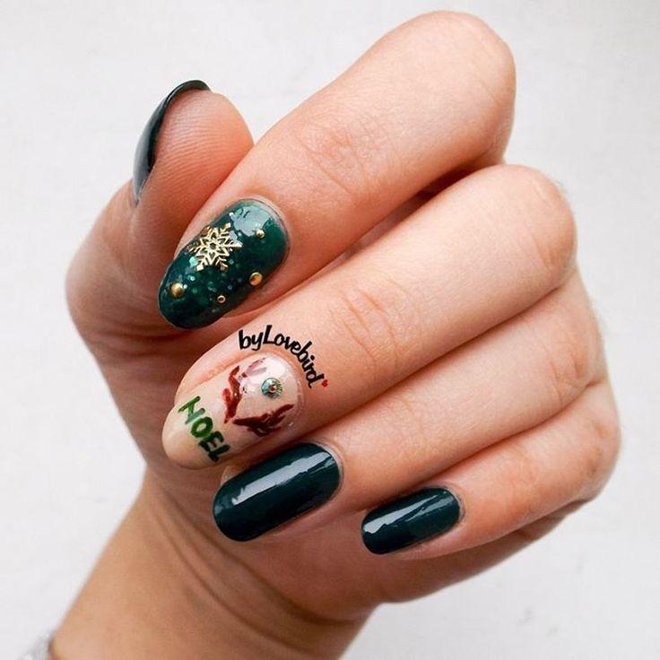 Reindeer Nail art byLovebird  #green #emerald #reindeer #noel #greennails #nailart #nail #art #christmas #reindeernails #reindeernailart #dark #darkgreen