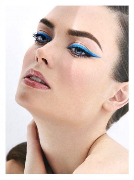 Bright blue cat eyes on Tamara Zsilinszki for Harper's Bazaar Turkey, March 2014 | Photographer: Ergin Turunc | Makeup: Ali Riza Ozdemir | Hair: Ali Yilanci // #beauty #editorials