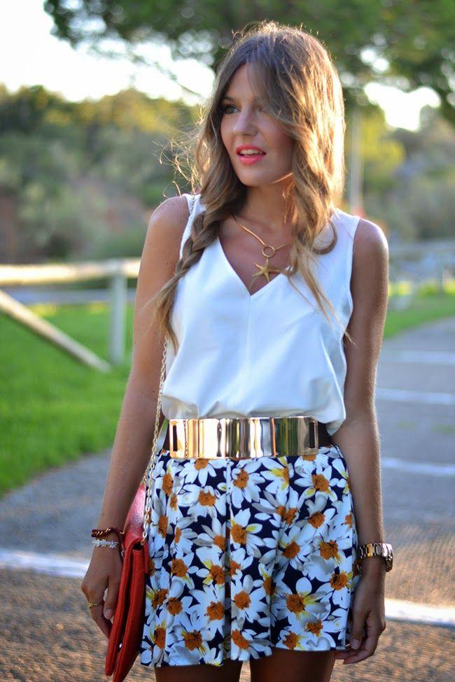 falda estampada - top en blanco & complementos en dorado - rosa - coral