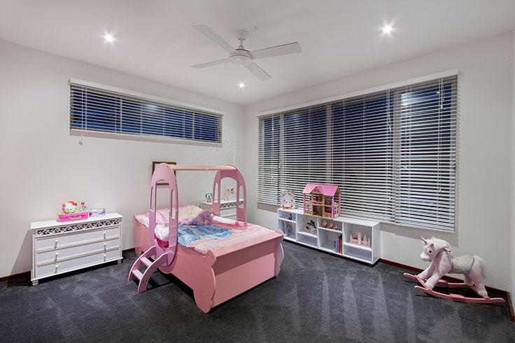 Bedroom with grey plush carpet, no cornice