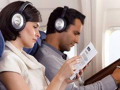 Fones de ouvido para viagens exigem um artigo à parte. Afinal, a qualidade de som não é o único fator relevante ao pegar a estrada ou embarcar num voo. Surpreenda-se com as alternativas que o mercado oferece. Na falta de uma companhia, a melhor forma de tornar agradável uma longa viagem é escutando suas músicas preferidas.   #audio #como escolher #eletronicos #musica #som #tecnologia #viagem