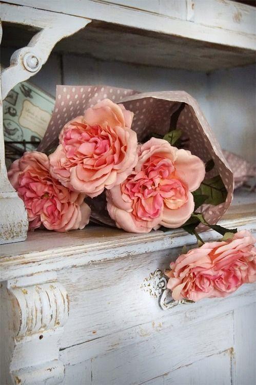 Bouquet de fleurs roses...