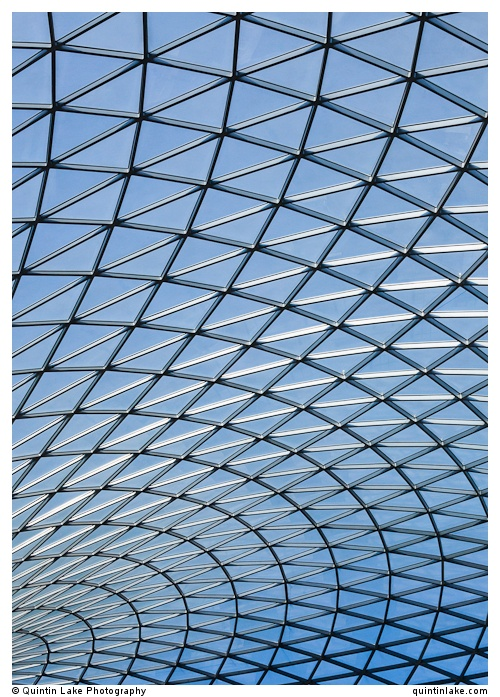 Steel and glass latticework roof of the Great Court at the British Museum, London. Built 2000, Architect: Foster and Partners Engineer: Buro Happold Photo: Quintin Lake