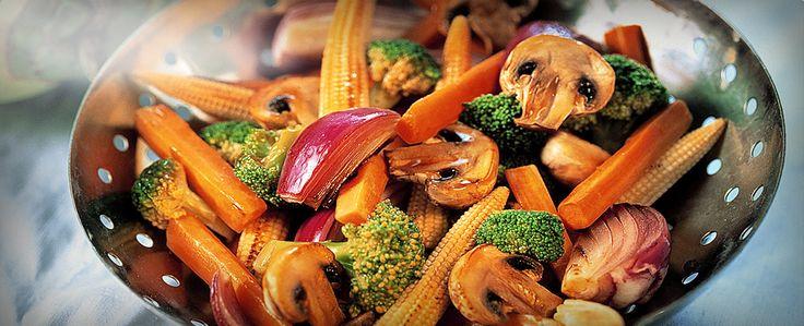 En sund wokret fyldt med friske grøntsager og den herlige smag af Thailand. Tilsæt eventuelt rejer eller kylling. Serveres med nudler eller ris.