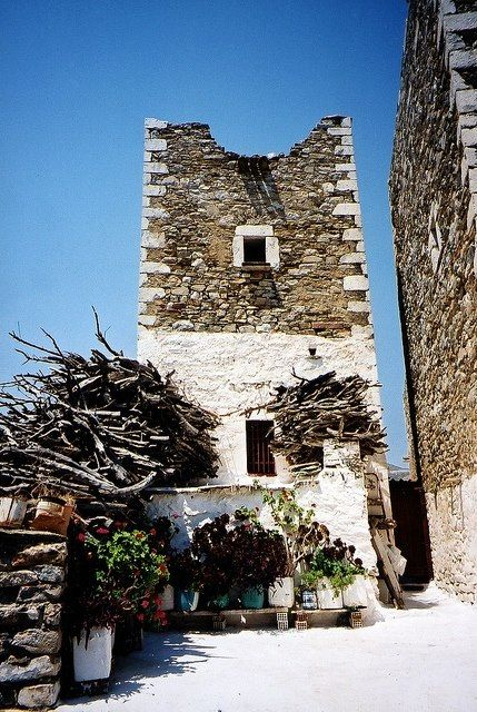 Tower House in Vathia, Mani (Peloponese, Greece) by madlyinlovewithlife on Flickr - Source:http://www.flickr.com/photos/madlyinlovewithlife/6051545854/