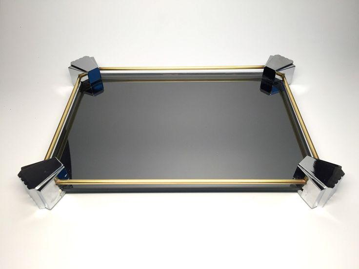 Vintage Art-Deco-Stil gespiegelten Eitelkeit Fach, Chrom und Messing Spiegel Kommode Tablett, dekorative Tablett von MetropolisMoon auf Etsy https://www.etsy.com/de/listing/475736371/vintage-art-deco-stil-gespiegelten