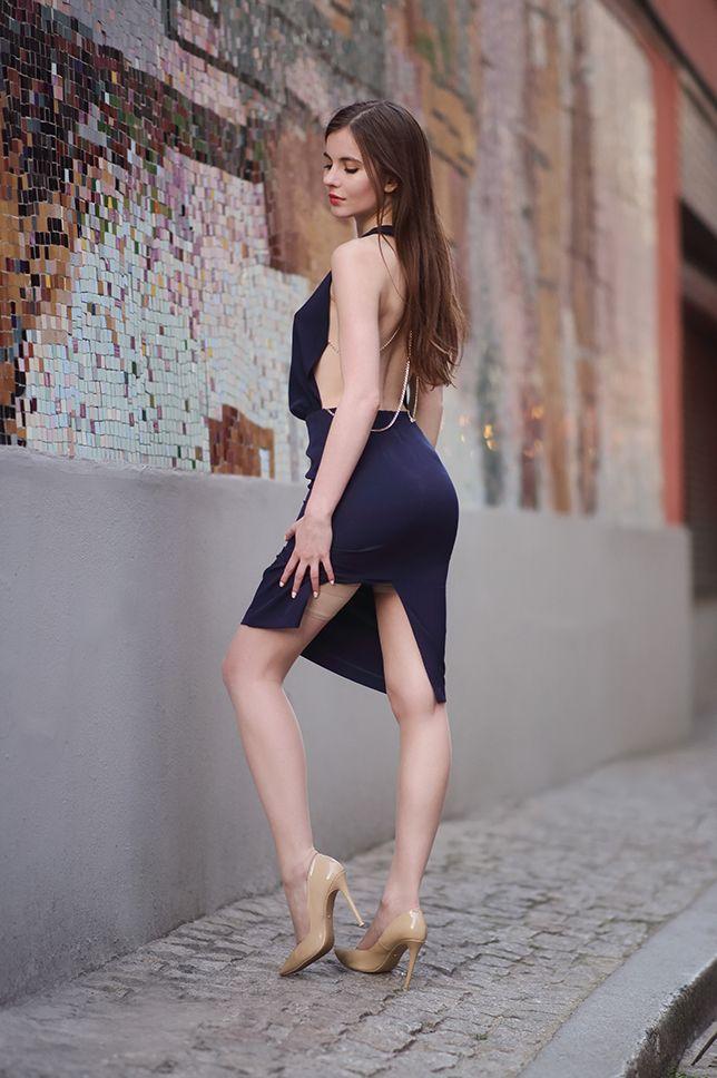 Granatowa Sukienka Z Odkrytym Tylem Bezowe Szpilki I Cieliste Ponczochy Ari Maj Personal Blog By Ariadn Cute Girl Dresses Fashion Tights Cute Girl Outfits