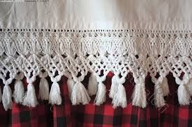 Finnish ancient knotting method called Fransu. In previous days made as edges for bed sheets as marriage gifts by wife-to-bees to her new home. Later also for beadspreads, curtains, table cloths etc. Usually made of tightly twined linen thread | käsityö fransut - Sök på Google