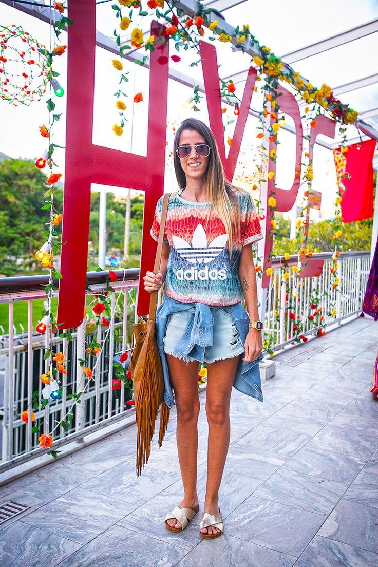 camisa amarrada na cintura – a melhor companheira do outono carioca.
