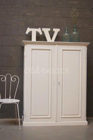 TV kast 10038 - Tv-kast met een strakke, maar toch klassieke uitstraling. Aan de binnenzijde is de kast praktisch ingedeeld voor apparatuur. de deuren hebben dubbele scharnieren en kunnen dus ver opzij geklapt worden. Binnenruimte voor de tv: 100x45x65 cm (lxdxh). MAATWERK Dit meubel is handgemaakt en -geschilderd. De kast kan in vrijwel elke gewenste maat, indeling en RAL-kleur worden nabesteld. Benieuwd naar de mogelijkheden? Kom eens langs, of neem contact met ons op. Wij maken ...