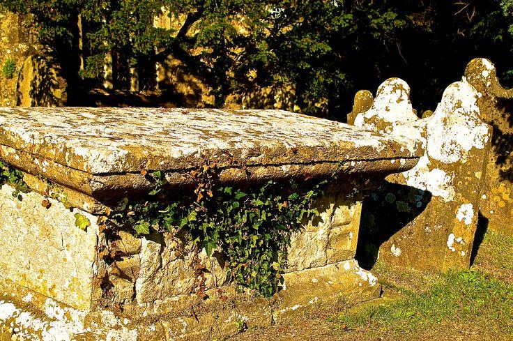 Mooie oude Grafkist op een Begraafplaats in Graafschap Kent in Engeland