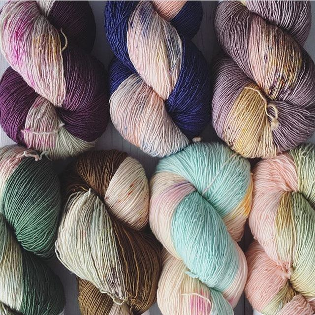 """358 Likes, 1 Comments - Lesley Anne Robinson (@knitgraffiti) on Instagram: """"Get 'em while they're hot!!! @peepaloofields gorgeous Dandelion Fields kits are now available in…"""""""