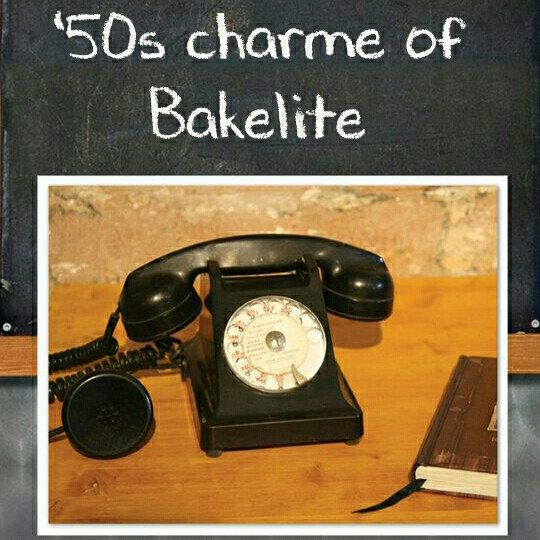 French '50s bakelite phone
