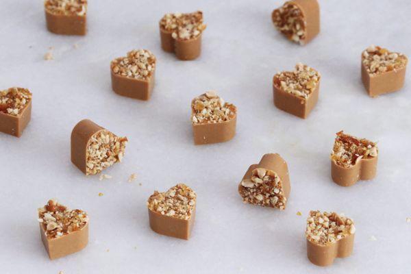 Crunchy caramel hearts | Maja Vase