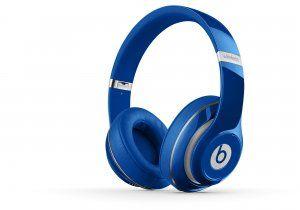 Casque circum-aural Beats Studio Wireless™ - bleu-€249.98 Le nouveau Beats Studio est désormais sans fil. Il s'agit du même casque d'écoute, avec la fonction Annulation adaptative du bruit (ANC), une batterie rechargeable et un son remanié, mais sans les câbles. Le Bluetooth reste connecté à une distance maximale de 9 mètres, vous permettant de parcourir librement votre liste d'écoute sans interrompre votre musique. http://www.casque-pascher.fr/casque-audio-beats-studio.html