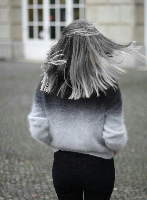 Девушки со спины на аву русые короткие волосы