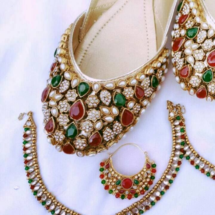 Code : Fk 0003 PRICE For khussa: 3800 RS PRICE For Anklet : 1200 RS PRICE For earings : 1500 RS sizes 36 to 42 availble