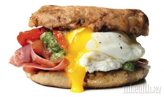 Бургер с яйцами-пашот