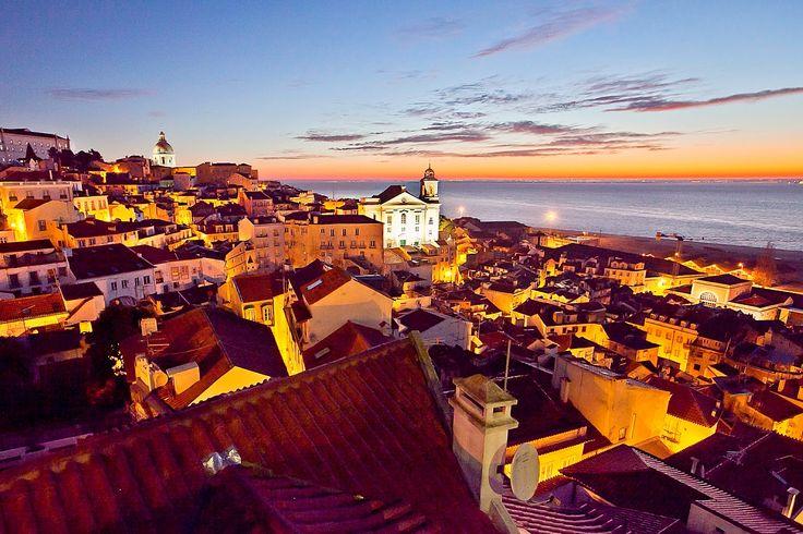 Alfama - Nascer do Sol no Bairro de Alfama, Lisboa. Onde o Sol brilha 300 dias por ano.