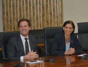 Minister Presidenten Mark Rutte en Sarah Wescot-Williams tijdens de persconferentie in Philipsburg op donderdag. Foto Today / Milton Pieters