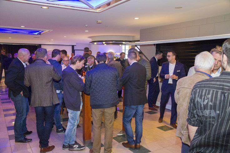 Veel leden begonnen de netwerkdag met een kop koffie en een gezellig weerzien van bekenden.