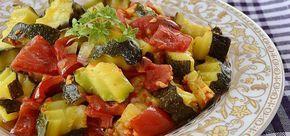 Kabak sevenler için çok hafif ve çok lezzetli bir tarif. Aynı zamanda sevdirici bir tarif ;)    #lezzetli #yemek #yazyemekleri  http://www.yemekhaberleri.com/feslikanli-kabak-yemegi/