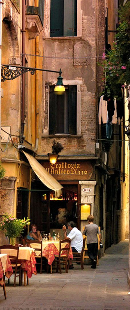 Venice café... I ate here with some missionaries.  Early evening, violin playing in background, sweet white wine and scallops.  Sigh....