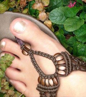 Ecco alcuni rimedi naturali che possono aiutare la bellezza dei nostri piedi, mandando via i calli http://ambientebio.it/8-rimedi-naturali-per-mandar-via-i-calli/