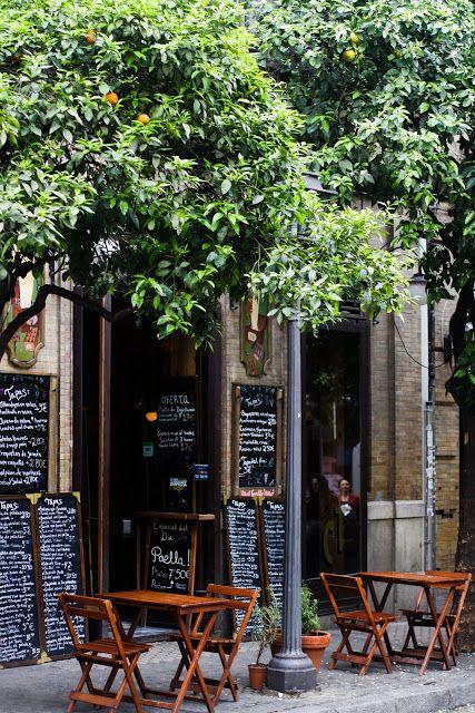 """En España ellos tienen """"un siesta"""" todos los días. En este tiempo, ellos van a un restaurante para tapas."""