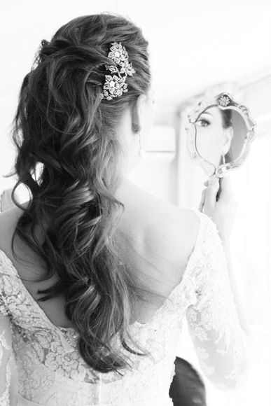Beautiful wedding hair. So much prettier than the traditional updo