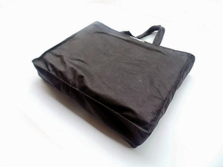 Tas model Handle Box besar yang biasanya digunakan untuk photo album.