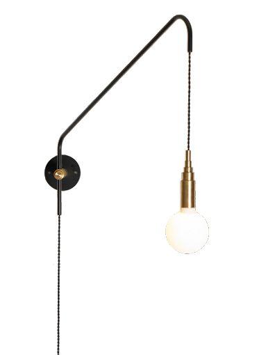 Le plafonnier Plate sphere de Atelier Areti est en laiton poli et verre. Fabriqué à la main en Allemagne