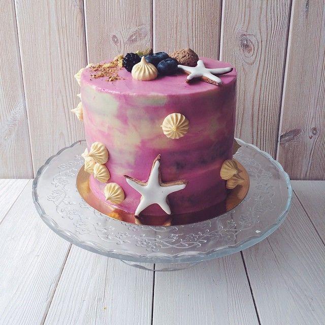 """""""Доброе утро! ☀️Нежный фиолетовый бисквит, покрытый сырным кремом, ракушки из безе и морские звезды из имбирного печенья! Наш первый Caribbean Cake по стартовой цене 100руб! Аукцион  дает прекрасную возможность получить этот чудесный торт по цене, которую определяете только вы! One, two, tree.. Go!"""" Photo taken by @just35sqm on Instagram, pinned via the InstaPin iOS App! http://www.instapinapp.com (05/27/2015)"""