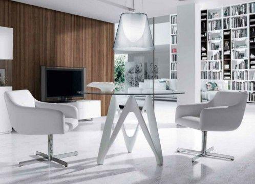 Mesa comedor moderna con tapa de cristal, base lacada en blanco.